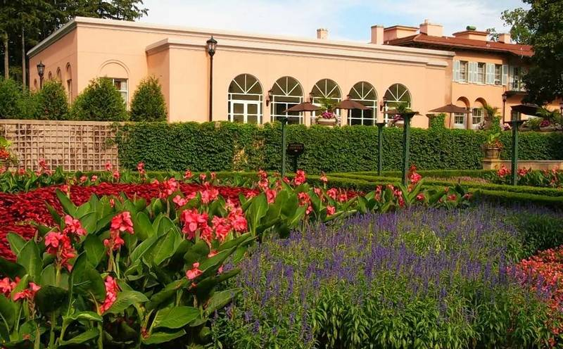 The grand Loyola Cuneo Mansion and Gardens in Vernon Hills is open year-round for corporate functions.