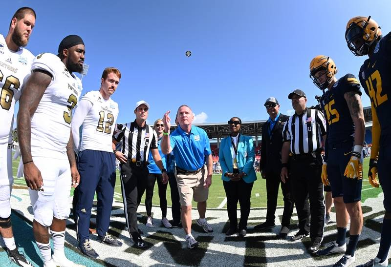 Courtesy of Ben Solomon/ESPN ImagesElk Grove Village Mayor Craig Johnson flips the coin prior to the start of the 2018 Makers Wanted Bahamas Bowl at Thomas A. Robinson National Stadium in Nassau, Bahamas on Friday, Dec. 21.