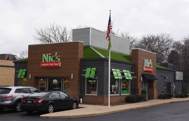 Nic's Organic Fast Food has closed both its original location in Rolling Meadows and its year-old one in the new Dining Pavilion of Woodfield Mall in Schaumburg.